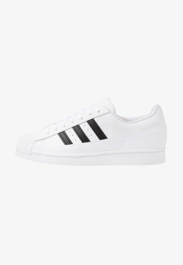 SUPERSTAR - Sneakersy niskie - footwear white/core black/crystal white