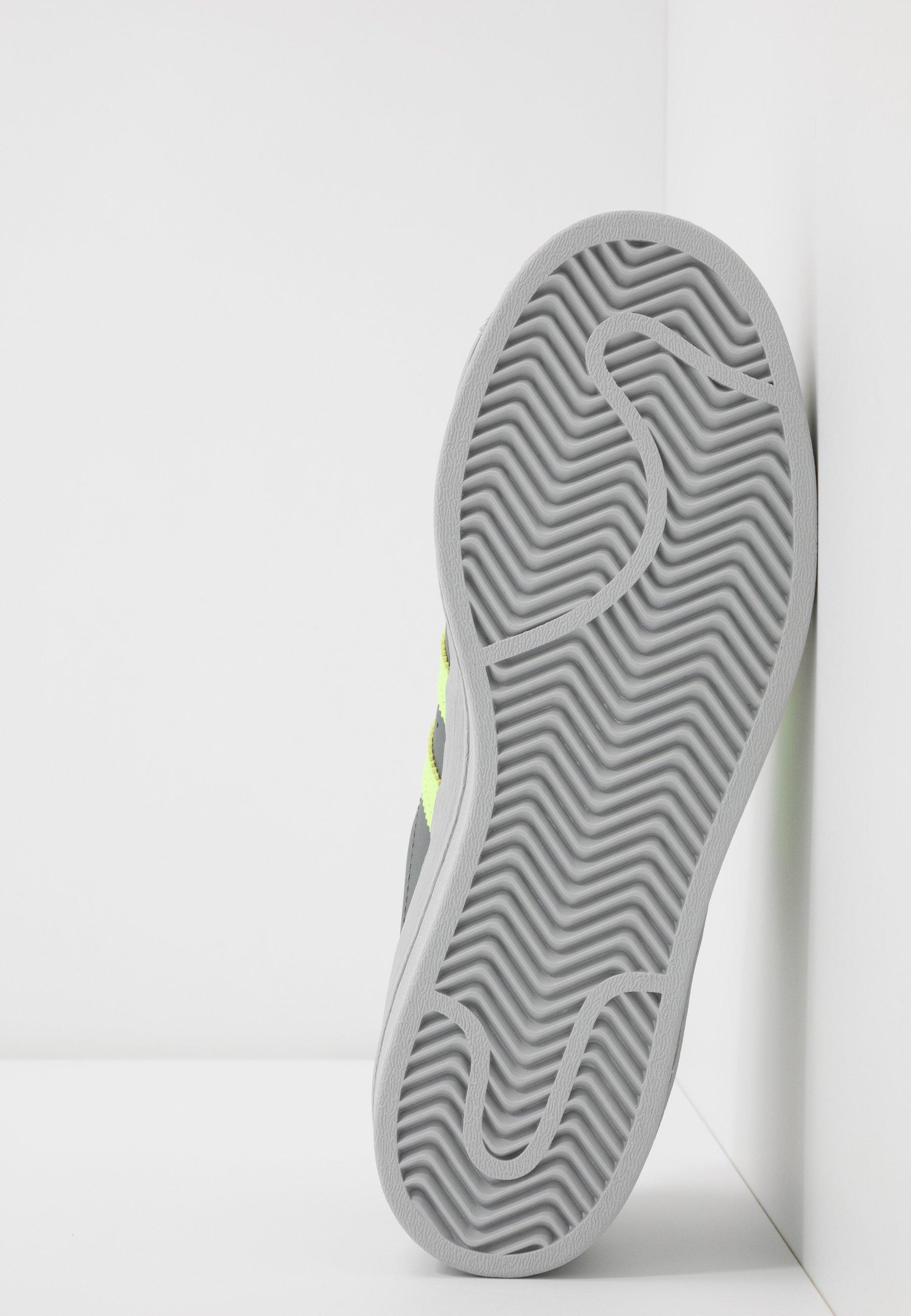 adidas Originals SUPERSTAR - Baskets basses - grey four/signal green/grey two