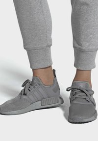 adidas Originals - NMD_R1 SHOES - Sneakers - grey - 0