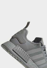 adidas Originals - NMD_R1 SHOES - Sneakers - grey - 7