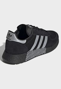 adidas Originals - MARATHON TECH SHOES - Sneakers basse - black - 4