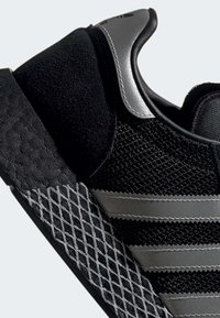 adidas Originals - MARATHON TECH SHOES - Sneakers basse - black - 8