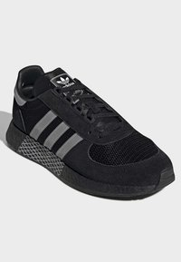 adidas Originals - MARATHON TECH SHOES - Sneakers basse - black - 3