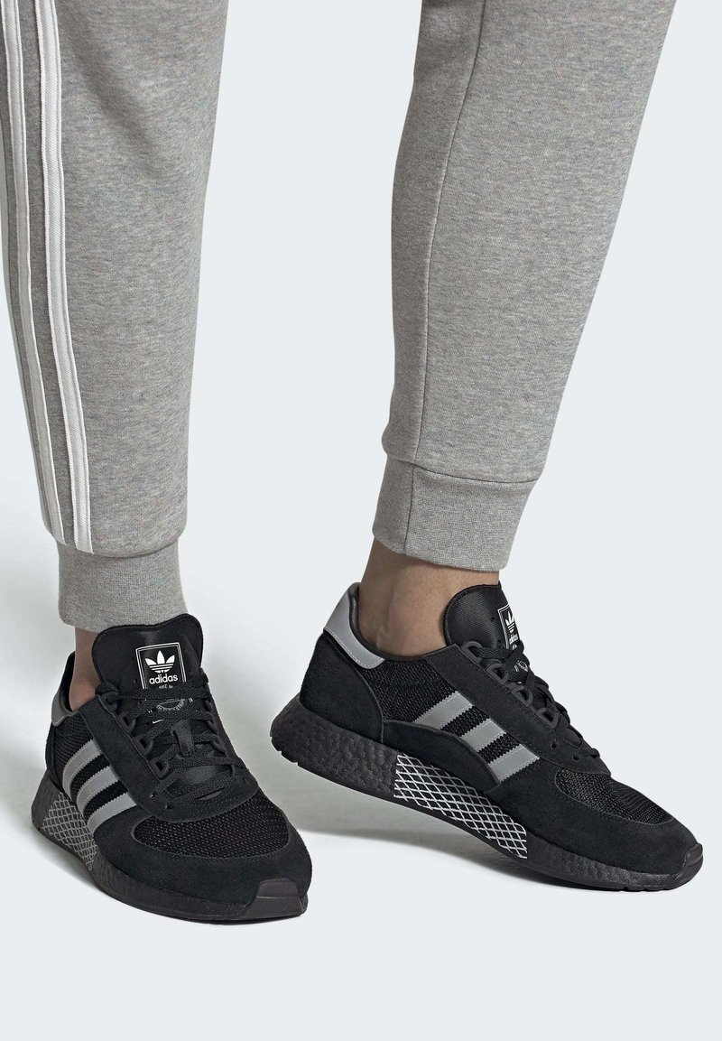 adidas Originals - MARATHON TECH SHOES - Sneakers basse - black