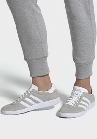 adidas Originals - JOGGER SHOES - Sneakers basse - grey - 0