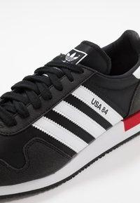 adidas Originals - USA 84 - Tenisky - core black/footwear white/scarlet - 5