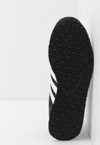 adidas Originals - USA 84 - Tenisky - core black/footwear white/scarlet - 4