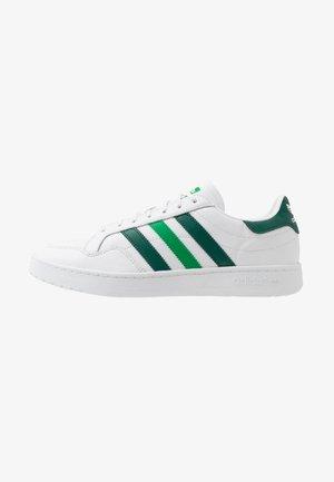 TEAM COURT - Sneaker low - footwear white/collegiate green/green