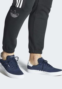 adidas Originals - 3MC SHOES - Sneakers laag - blue - 0