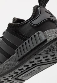 adidas Originals - NMD R1 - Trainers - core black - 5