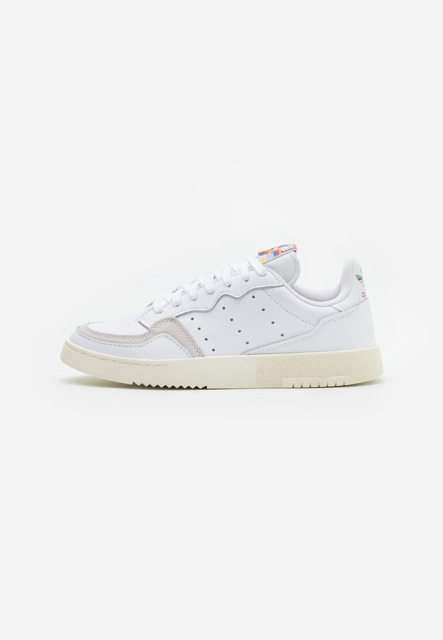 SUPER COURT SPORTS INSPIRED SHOES - Baskets basses - footwear white/offwhite