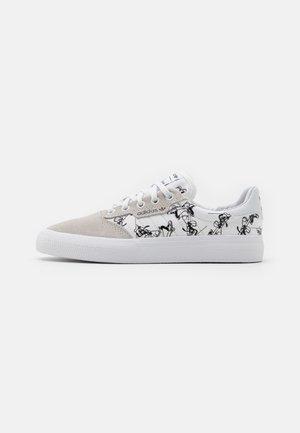 3MC X DISNEY SPORT GOOFY UNISEX - Trainers - crystal white/footwear white/core black
