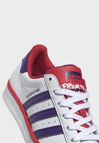 adidas Originals - SUPERSTAR SHOES - Sneakers laag - white - 8