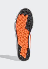 adidas Originals - SABALO SHOES - Baskets basses - orange - 4