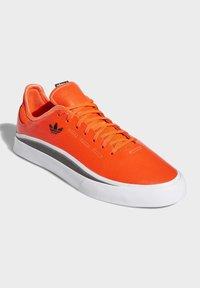 adidas Originals - SABALO SHOES - Baskets basses - orange - 5