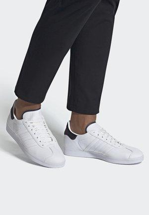 GAZELLE - Sneaker low - white