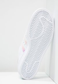 adidas Originals - SUPERSTAR - Sneakers laag - white/metallic silver - 4