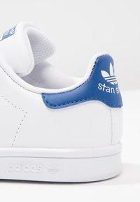 adidas Originals - STAN SMITH  - Tenisky - white/blue - 5