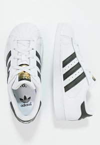 adidas Originals - SUPERSTAR FOUNDATION - Matalavartiset tennarit - white/core black - 1