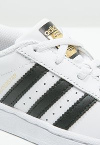 adidas Originals - SUPERSTAR FOUNDATION - Matalavartiset tennarit - white/core black - 5
