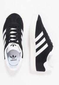 adidas Originals - GAZELLE - Baskets basses - core black/white/gold metallic - 1