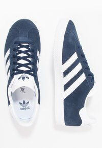 adidas Originals - GAZELLE  - Joggesko - collegiate navy/footwear white - 1
