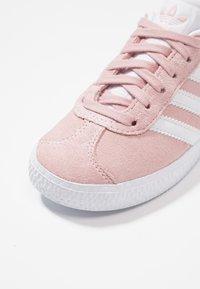 adidas Originals - GAZELLE C - Trainers - icepink/footwear whitet/gold metallic - 2