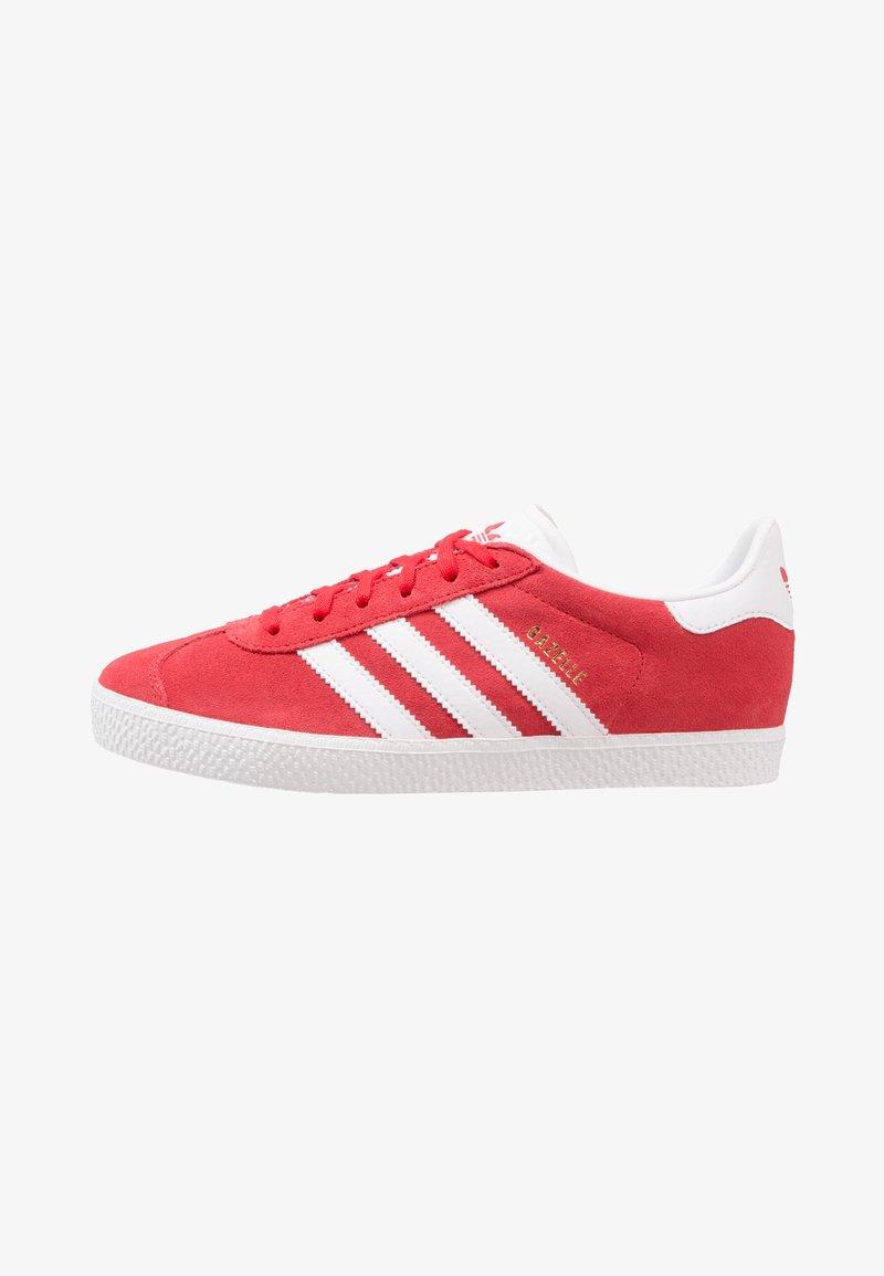 adidas Originals - GAZELLE  - Baskets basses - scarlet/footwear white/gold metallic