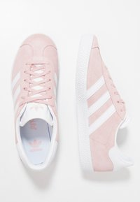 adidas Originals - GAZELLE  - Sneakers laag - ice pink/footwear white/gold metallic - 0