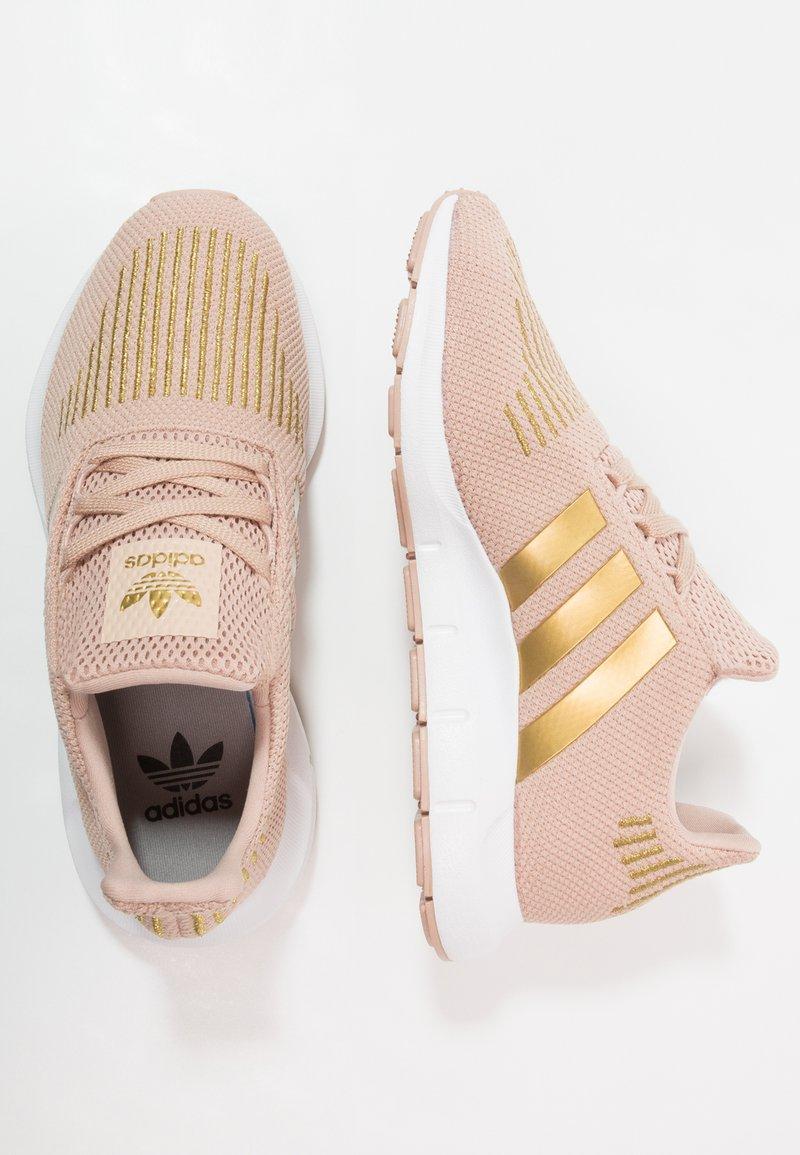 adidas Originals - SWIFT RUN - Baskets basses - ash pearl/gold metallic/footwear white