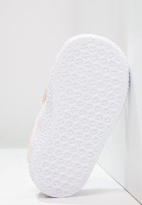 adidas Originals - GAZELLE - Sneakers - iced pink/footwear white - 4