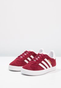 adidas Originals - GAZELLE - Joggesko - footwear white/collegiate burgundy - 2