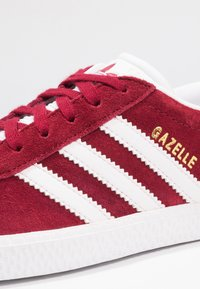 adidas Originals - GAZELLE - Joggesko - footwear white/collegiate burgundy - 5
