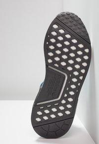adidas Originals - NMD_R1 - Sneakers laag - grey five/bright blue - 5