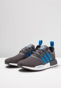 adidas Originals - NMD_R1 - Sneakers laag - grey five/bright blue - 3
