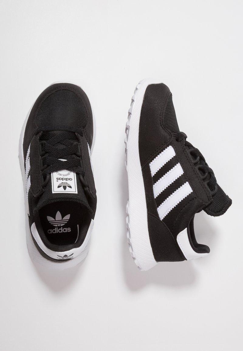 adidas Originals - FOREST GROVE - Sneaker low - core black/footwear white