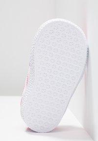 adidas Originals - GAZELLE - Baby shoes - semi solar pink/footwear white - 5