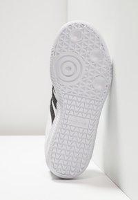 adidas Originals - SAMBA - Joggesko - footwear white/core black/crystal white - 5