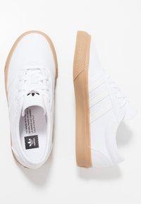 adidas Originals - ADI-EASE - Tenisky - footwear white/core black - 0
