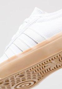 adidas Originals - ADI-EASE - Tenisky - footwear white/core black - 2