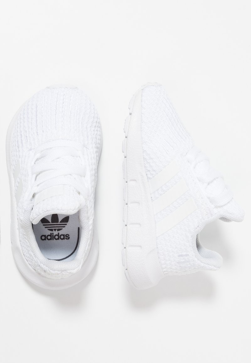 adidas Originals - SWIFT RUN - Baby shoes - footwear white
