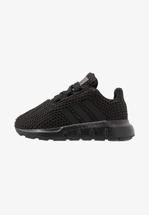 SWIFT RUN - Chaussures premiers pas - core black
