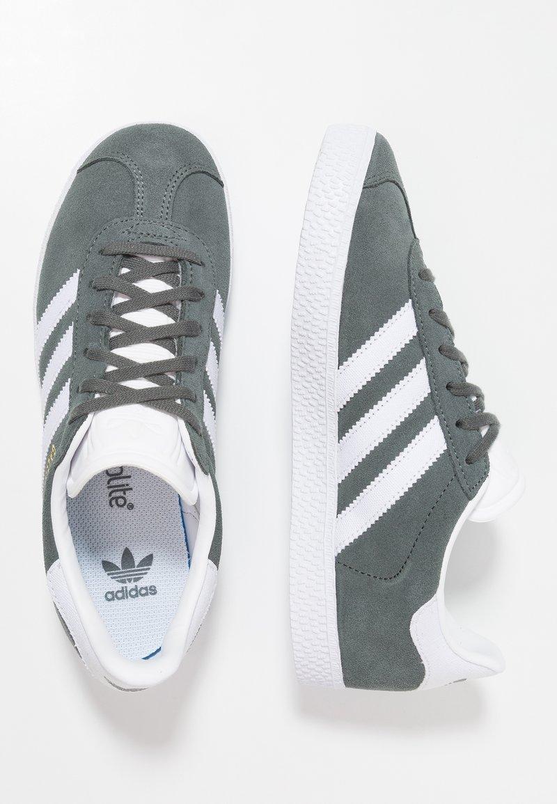 adidas Originals - GAZELLE - Baskets basses - legend ivy/footwear white