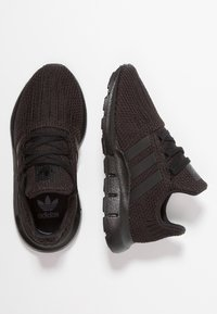 adidas Originals - SWIFT RUN - Trainers - core black - 0