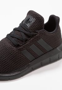 adidas Originals - SWIFT RUN - Trainers - core black - 2