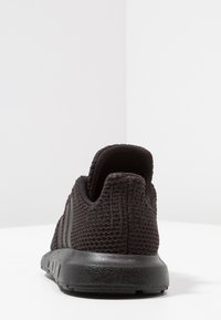 adidas Originals - SWIFT RUN - Trainers - core black - 4