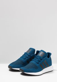 adidas Originals - SWIFT RUN - Sneaker low - legend marine/core black/footwear white - 3