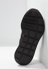 adidas Originals - SWIFT RUN - Sneakers - core black - 5