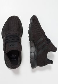 adidas Originals - SWIFT RUN - Sneakers laag - core black - 0