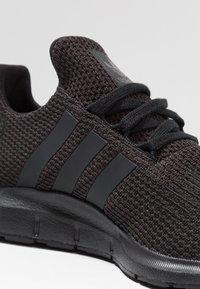 adidas Originals - SWIFT RUN - Sneakers - core black - 2